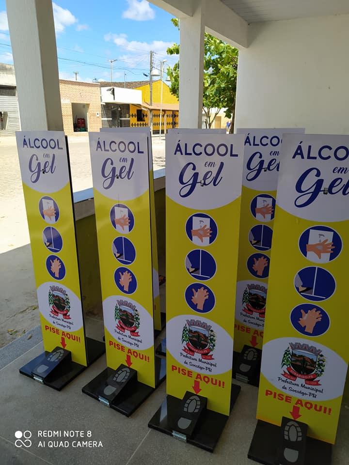 Prefeitura distribui totens de álcool em gel em locais estratégicos da cidade de Sossego-PB