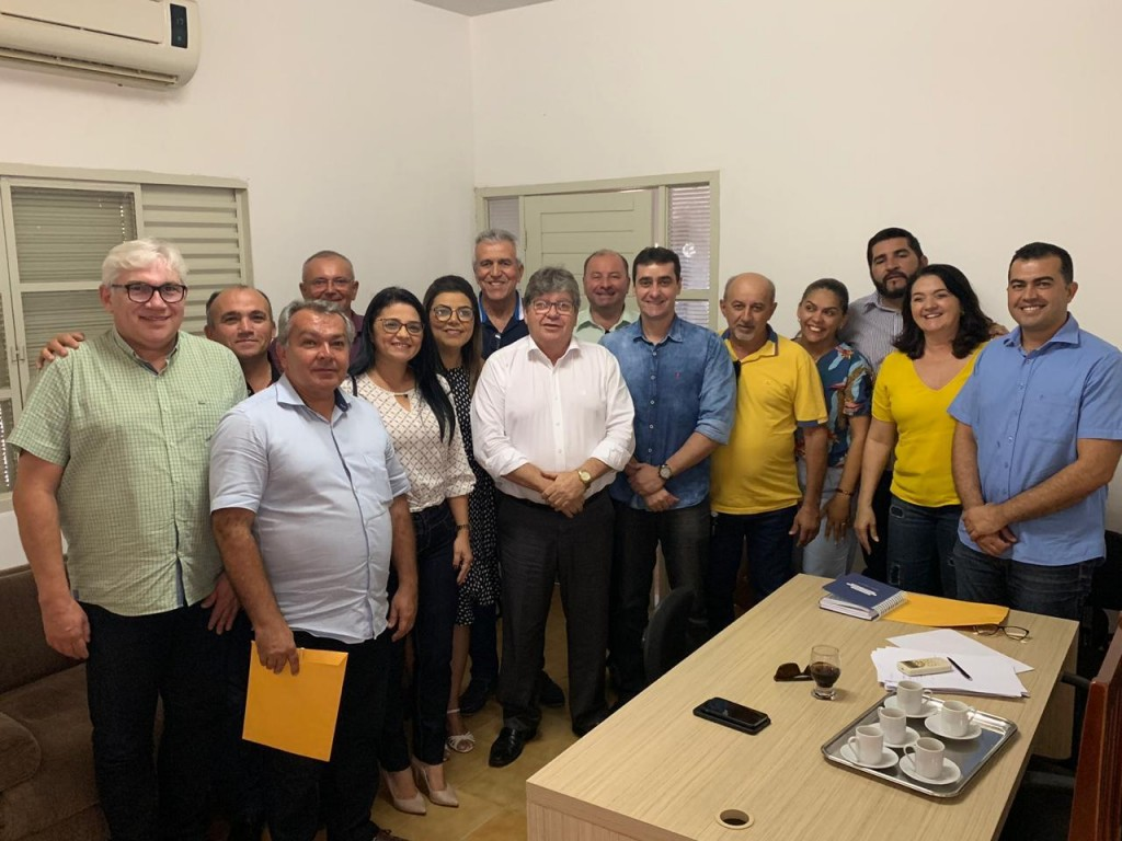 PPREFEITA DE SOSSEGO ALMOÇA COM O GOVERNADOR DA PARAÍBA