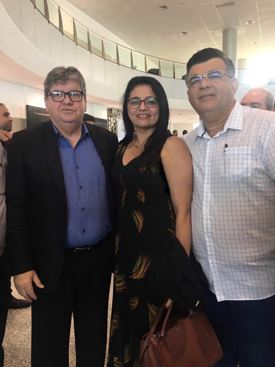 PREFEITA DE SOSSEGO ATENDE CONVITE DO GOVERNADOR